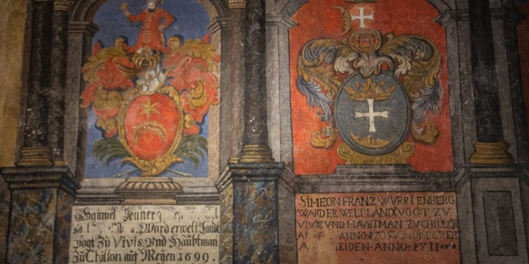 One of the rooms in Castle Chillon featured a display of armor and heraldry. The walls were decorated with coats of arms like these. The pillars and stonework that you see in the photo are fake - they're part of the painting.