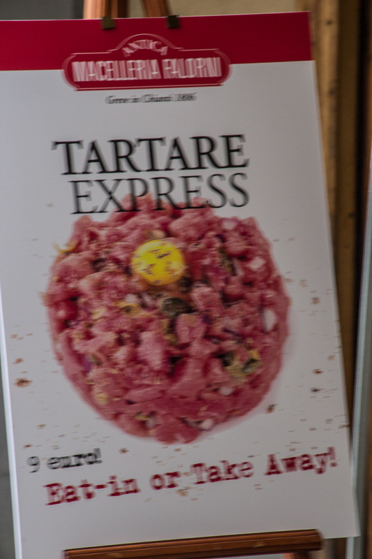 Tartare Express sign at a restaurant in Greve