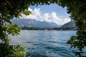 A framed view of Lake Como from the shoreline taken as we walked to Villa Carlotta.